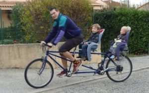 A quel âge peut-on utiliser un porte bébé vélo